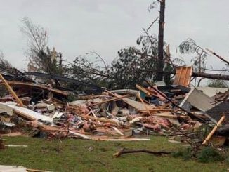 3 dead storms batter south
