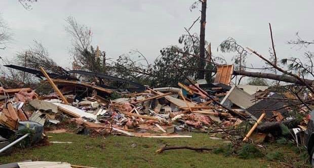 3 dead storms batter south